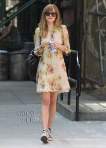 dakota-johnson-floral-dress-nyc-street-style__oPt