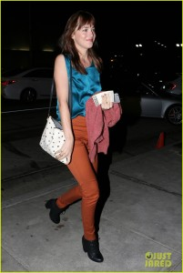 dakota-johnson-grabs-dinner-before-25th-birthday-05