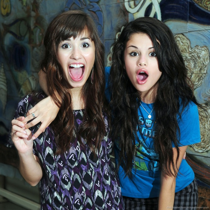 Demi-lovato-and-selena-gomez-surprised