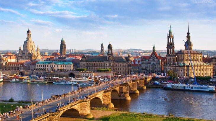 1920x1080-Dresden-Altstadt-Augustusbruecke-Silhouette.jpg
