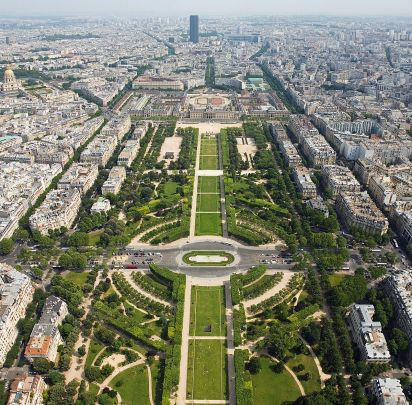 1200px-Champ_de_Mars_from_the_Eiffel_Tower_-_July_2006_edit.jpg